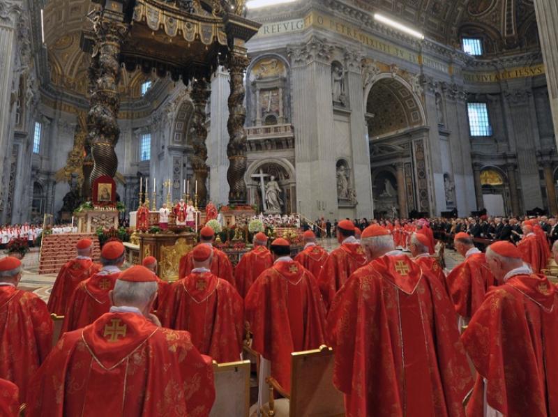 Allestire i luoghi di culto rispettando il passato  La progettazione e realizzazione di arredi e paramenti sacri fra tradizione e innovazione tecnologica.